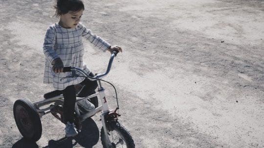 Comment choisir un vêtement pour enfant quand ils grandissent vite ?