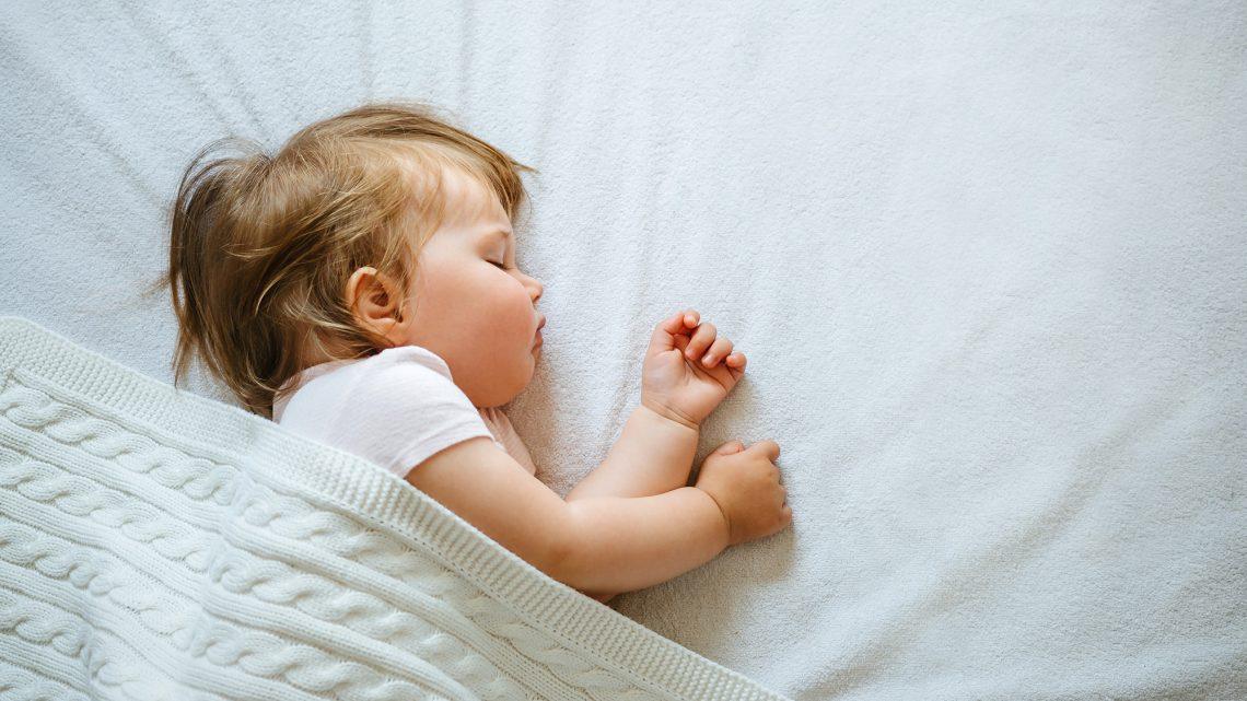 5 astuces pour aider votre enfant à dormir seul